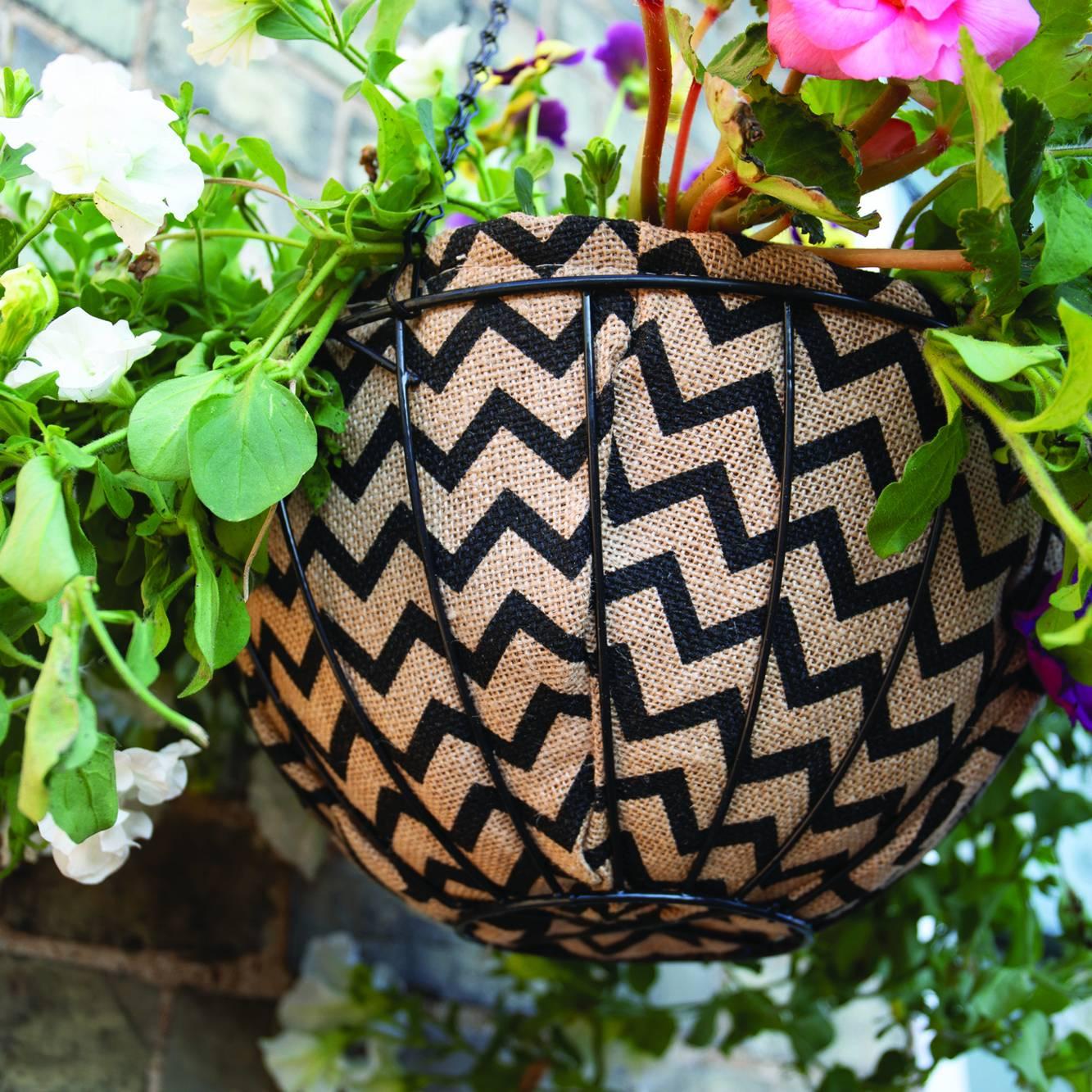 Gardman 30cm (12'') Decorative Hanging Basket Liner (Zig Zag)